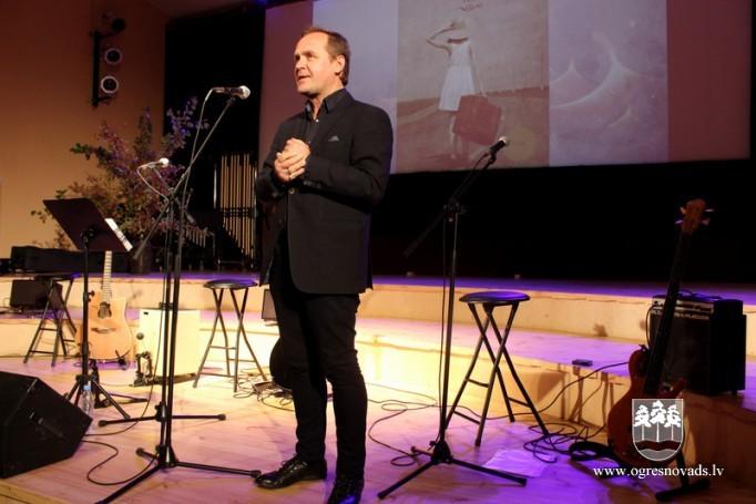 Madlienā viesojas dzejnieks, mūziķis Guntars Račs