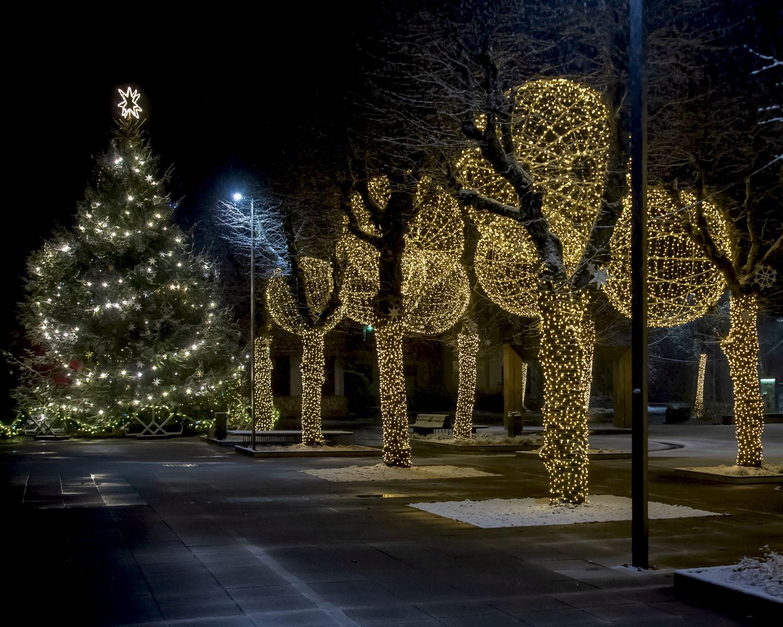 Ziemassvētku rotājumi Ogrē būs apskatāmi līdz janvāra beigām