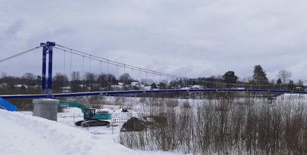 Ogrē turpinās gājēju tilta būvniecība