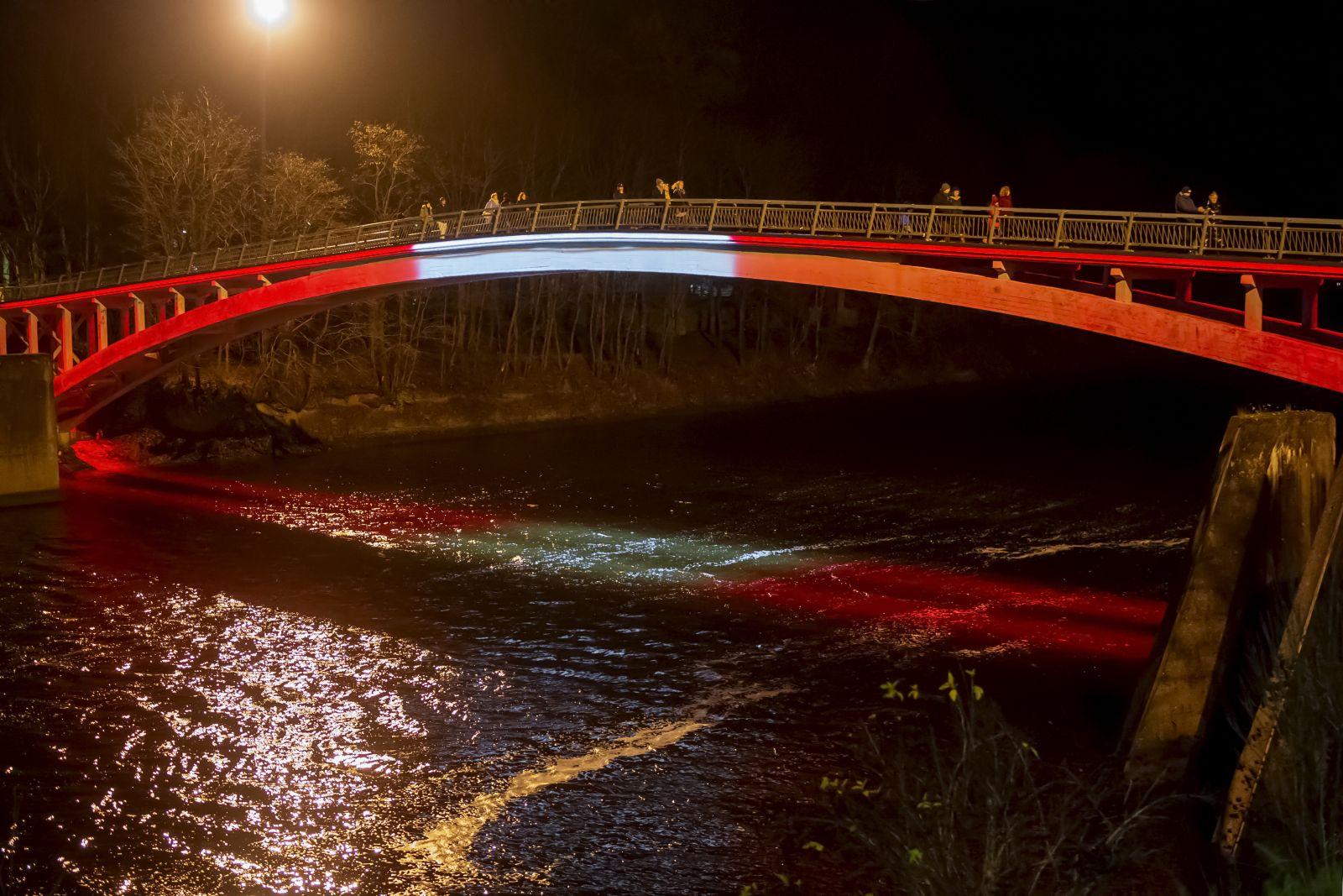 Arkveida tilts Ogrē - Latvijas karoga krāsās