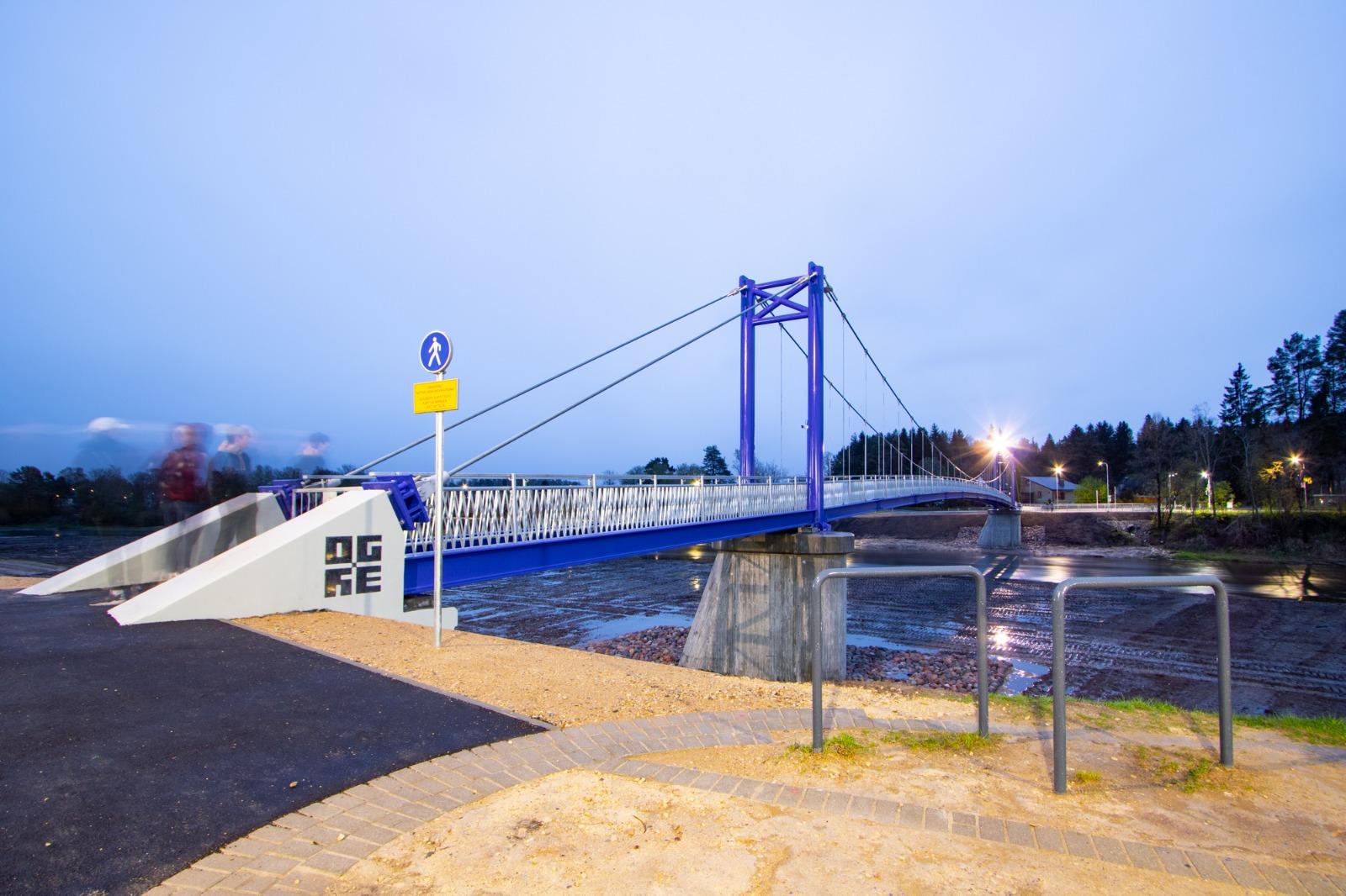 Ogrē atklāj jauno gājēju tiltu