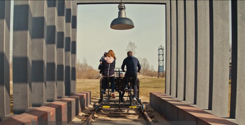 Ķeipenes kinostacijā var izbraukt ar sliežu velosipēdu