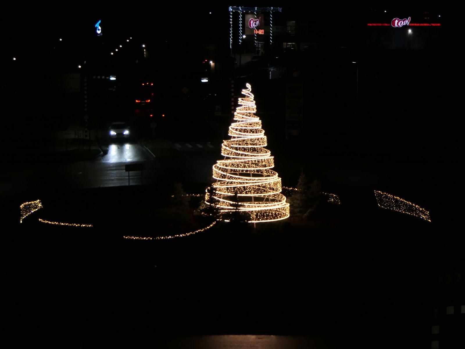 Ziemassvētku gaidīšanas laikā Ogre - krāšņi izgaismota