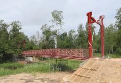 Trošu tilta starp Meņģeles un Mazozolu pagastu būvdarbi tuvojas noslēgumam